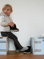 @ skrzynki i Pola z butami bokiem 1100x733