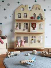 Półka lalki i Lewi i 1 skrzynia